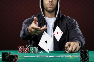 wyłożyć karty na stół
