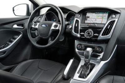 2014-Ford-Focus-Titanium-interior