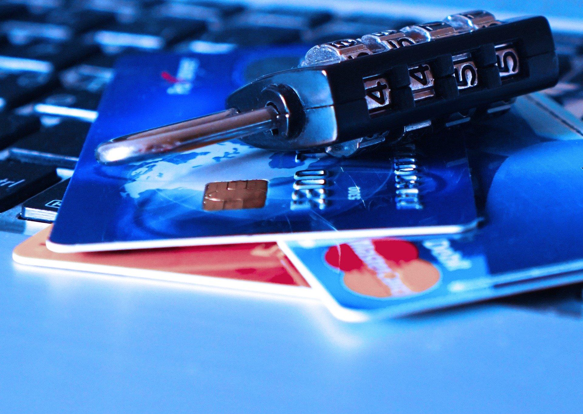 karty płatnicze i dokumenty