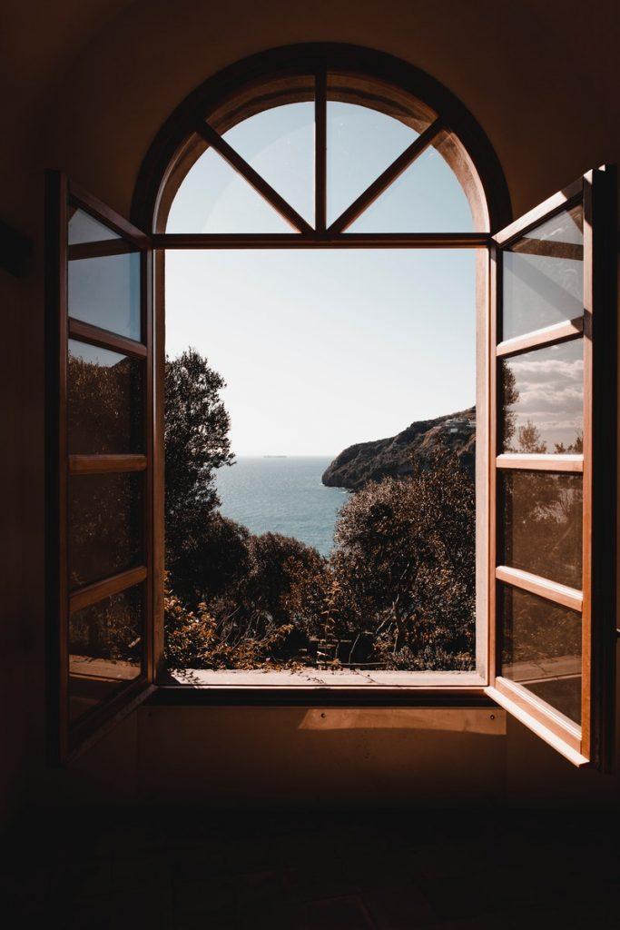 Wietrząc, otwieraj okno na ościerz